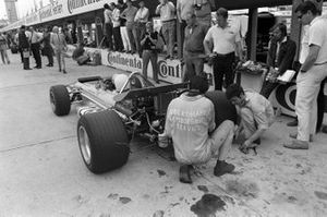 Mechanics work on the rear of Hubert Hahne's March 701 Ford