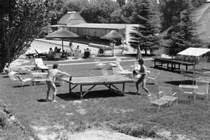 Jackie Stewart und Francois Cevert beim Tischtennis