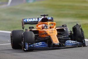 Carlos Sainz, McLaren MCL35 with a puncture