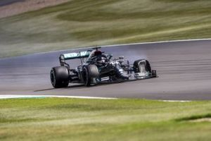 Lewis Hamilton, Mercedes F1 W11 with a puncture on the final lap