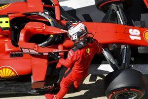 Шарль Леклер, Ferrari SF1000, в закрытом парке после квалификации