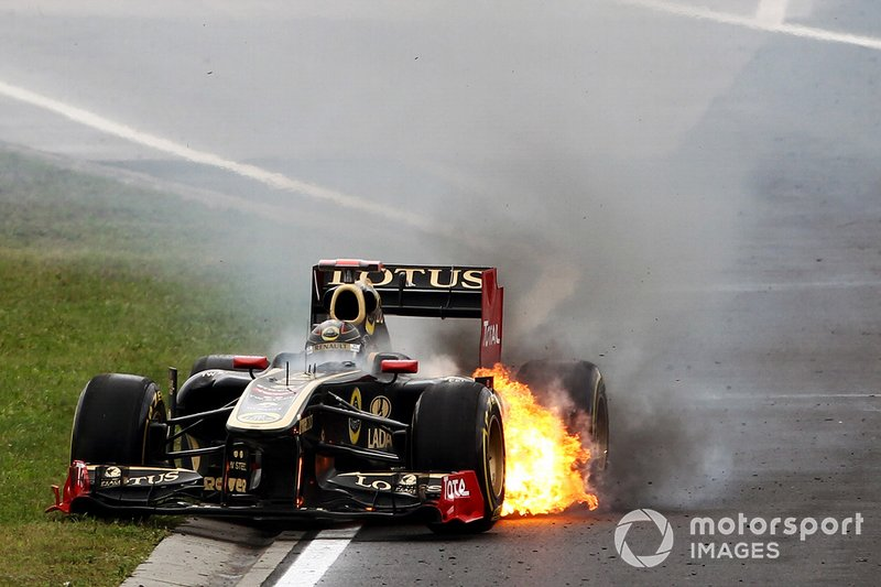 Nick Heidfeld, Lotus Renault GP R31 retires with a fire and explosion