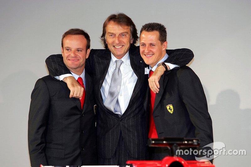 Luca Di Montezemolo, Presidente Ferrari, con i piloti Rubens Barrichello e Michael Schumacher, al lancio della F2005