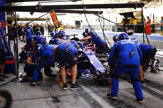 Brendon Hartley, Toro Rosso STR13, fait un arrêt au stand