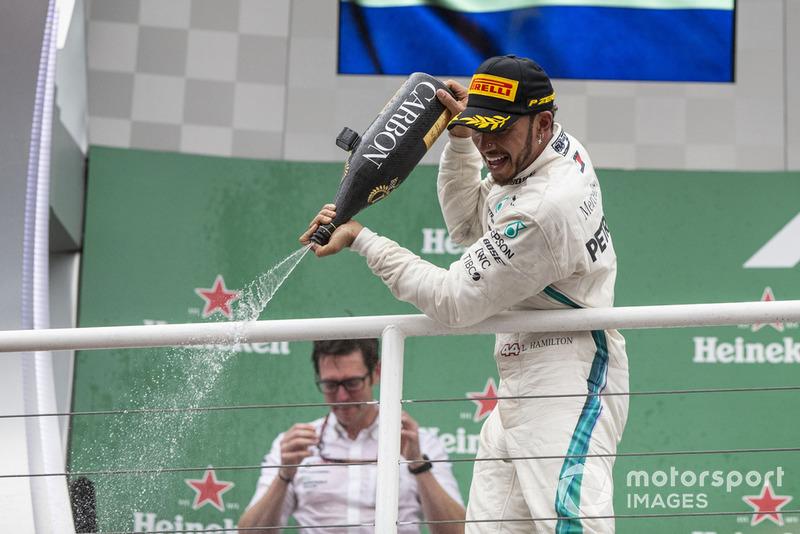 No ano passado, o título da Mercedes veio no Brasil, logo após o penta de Hamilton.