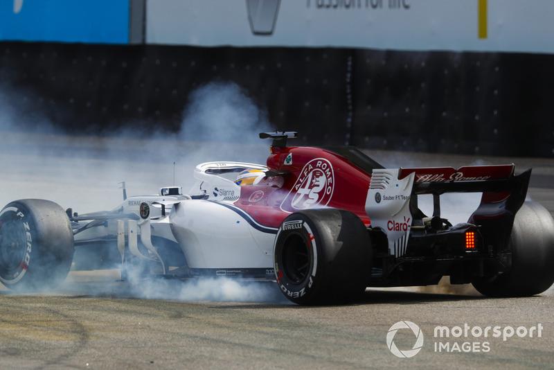 В гонке Маркус стартовал с лучшей для себя позиции в Ф1. Но уже со старта начал стремительно терять позиции и проваливаться назад, а затем его машину просто развернуло – видимо, сказались проблемы до начала гонки