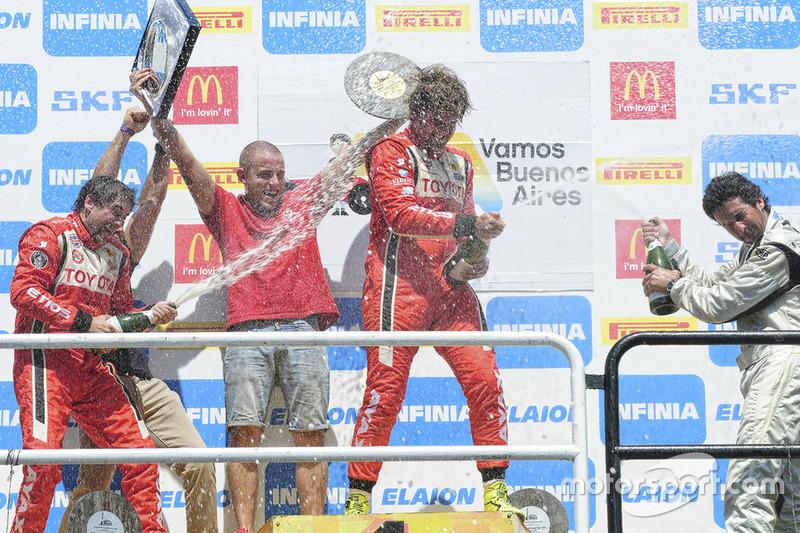 Podio: ganador de la carrera Fernando Etchegorry, JCD Racing, segundo lugar Gonzalo Reilly, JCD Racing y tercer lugar Guillermo Laguardia, Citroën Racing Uruguay