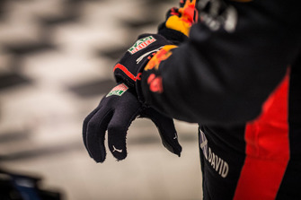 David Coulthard, Red Bull Racing, gloves detail