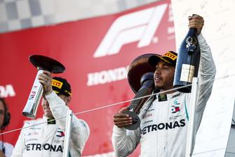 Podio: segundo lugar Valtteri Bottas, Mercedes AMG F1, ganador de la carrera Lewis Hamilton, Mercedes AMG F1