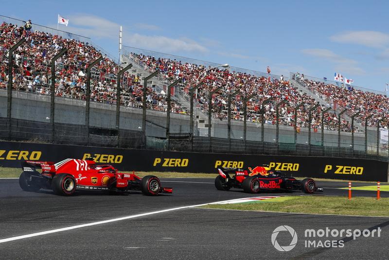 Max Verstappen, Red Bull Racing RB14, devant Sebastian Vettel, Ferrari SF71H