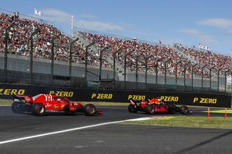 Max Verstappen, Red Bull Racing RB14, voor Sebastian Vettel, Ferrari SF71H
