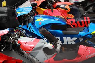Red Bull KTM Factory Racing, Team Suzuki MotoGP, Ducati Team, motoren in parc ferme
