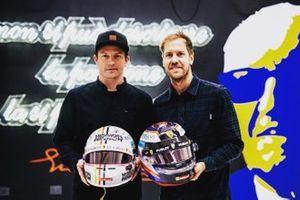 Sebastian Vettel ve Kimi Räikkönen kask takası