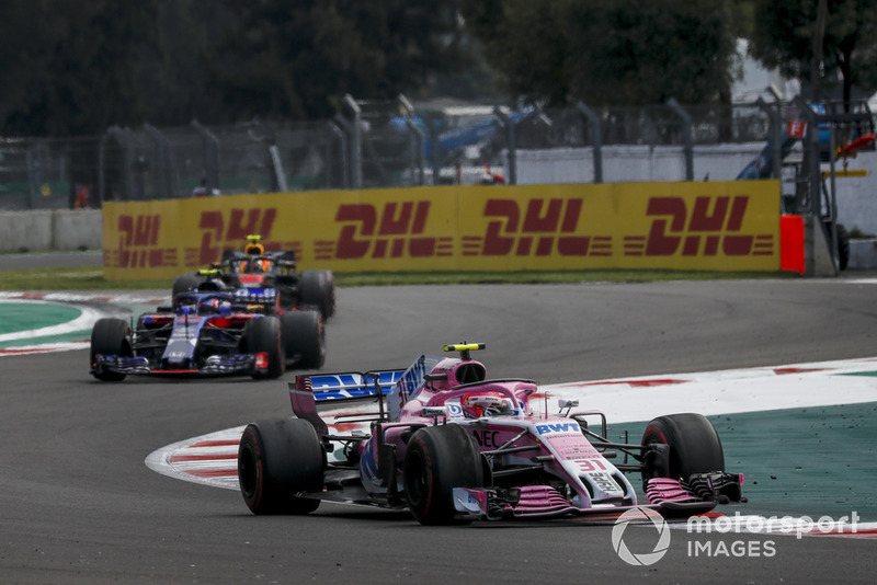 Esteban Ocon, Racing Point Force India VJM11 and Pierre Gasly, Scuderia Toro Rosso STR13