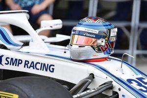 Le casque de Sergey Sirotkin, Williams Racing lors de la photo de fin d'année de Williams Racing