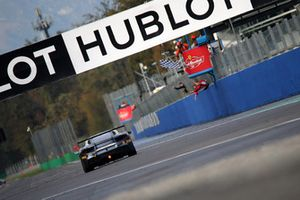 Bandiera a scacchi per #408 Ferrari 488, Ferrari Jakarta: Renaldi Hutasoit