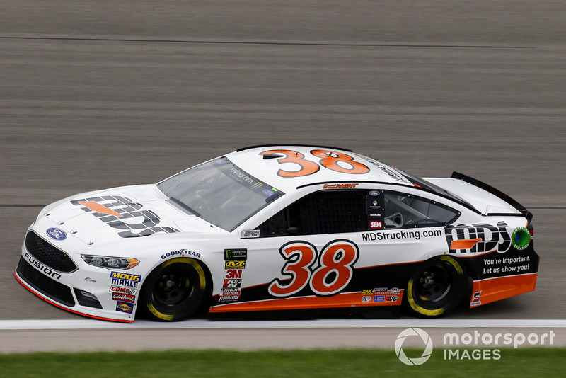 28. David Ragan, Front Row Motorsports, Ford Fusion MDS Transport