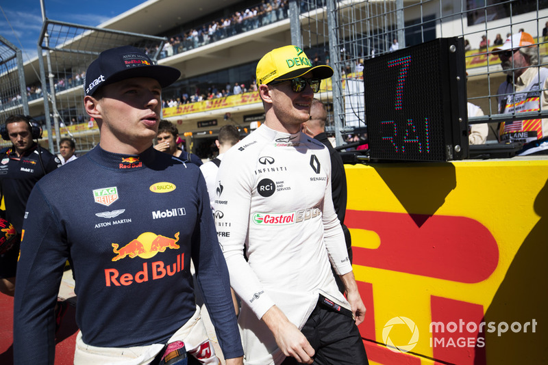 Max Verstappen, Red Bull Racing, and Nico Hulkenberg, Renault Sport F1 Team, on the grid