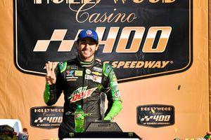 Race winner Chase Elliott, Hendrick Motorsports, Chevrolet Camaro Mountain Dew
