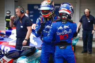 Brendon Hartley, Toro Rosso, et Pierre Gasly, Toro Rosso, se félicitent