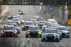 Start, Jean-Karl Vernay, Audi Sport Leopard Lukoil Team Audi RS 3 LMS leidt