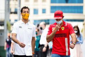Daniel Ricciardo, McLaren and Carlos Sainz Jr., Ferrari