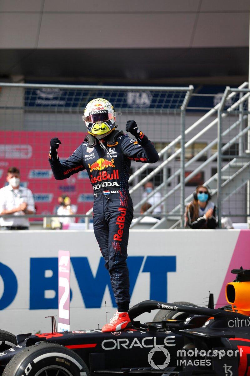 Ganador Max Verstappen, Red Bull Racing, celebra en Parc Ferme