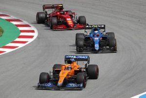 Daniel Ricciardo, McLaren MCL35M, Esteban Ocon, Alpine A521, and Carlos Sainz Jr., Ferrari SF21