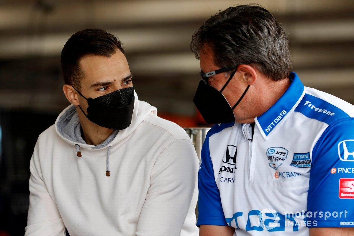 Alex Palou, Chip Ganassi Racing Honda con su jefe de equipo Ricky Davis