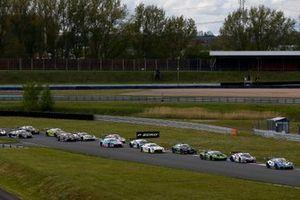 Renn-Action beim ADAC GT Masters 2021 in Oschersleben