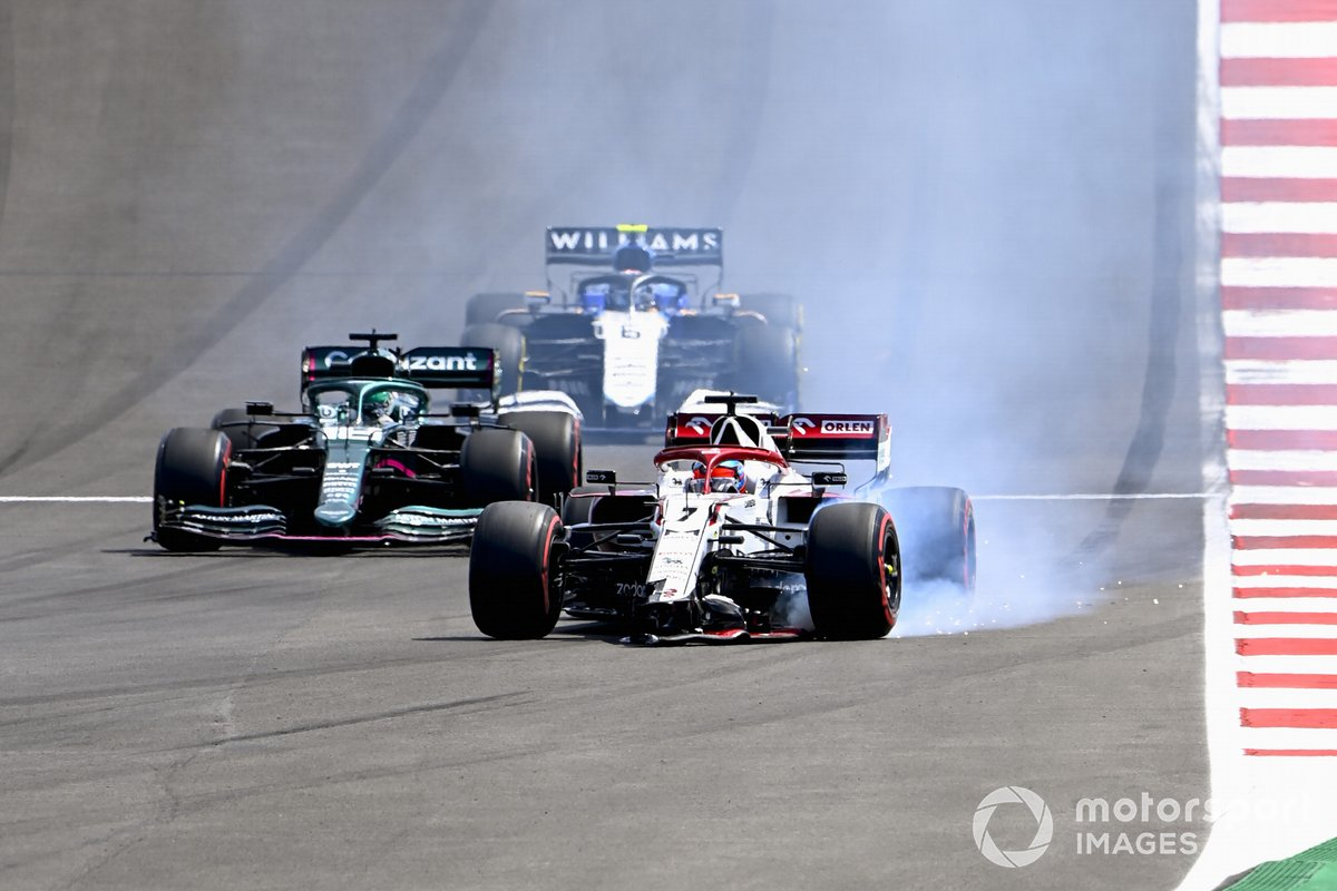 Kimi Raikkonen, Alfa Romeo Racing C41 con el alerón delantero dañado