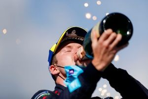 Nick Cassidy, Envision Virgin Racing, third position, drinks Champagne