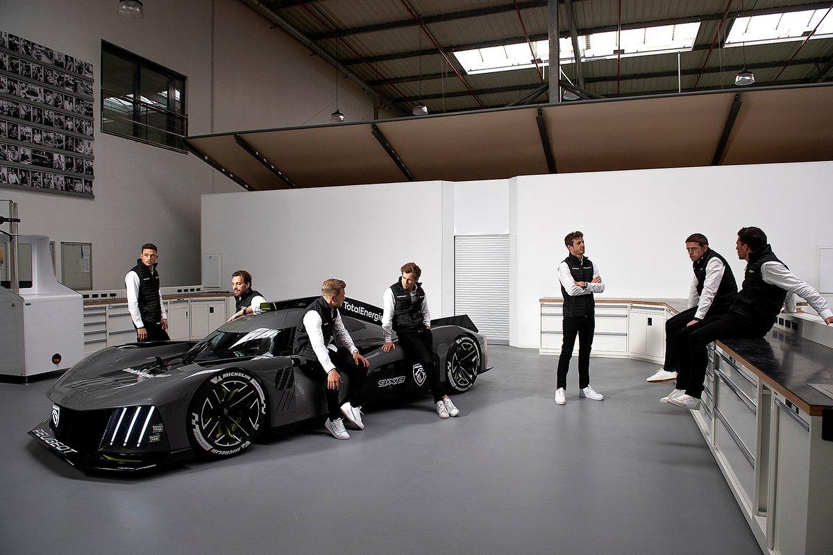 Kevin Magnussen, Jean-Eric Vergne, James Rossiter, Paul di Resta, Mikkel Jensen, Loic Duval, Gustavo Menezes con el Peugeot 9X8
