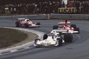 Alan Jones, Surtees TS19 leads James Hunt, McLaren M23