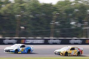 Ricky Stenhouse Jr., JTG Daugherty Racing, Chevrolet Camaro Scott Brand, Kyle Busch, Joe Gibbs Racing, Toyota Camry M&M's Mini's