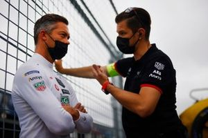Andre Lotterer, Tag Heuer Porsche, chats with a member of his team on the grid