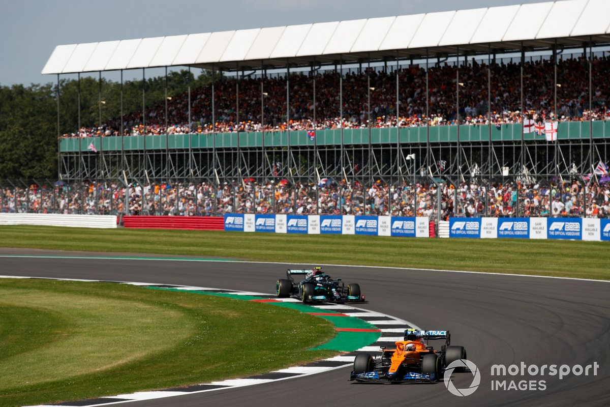 Lando Norris, McLaren MCL35M, Valtteri Bottas, Mercedes W12