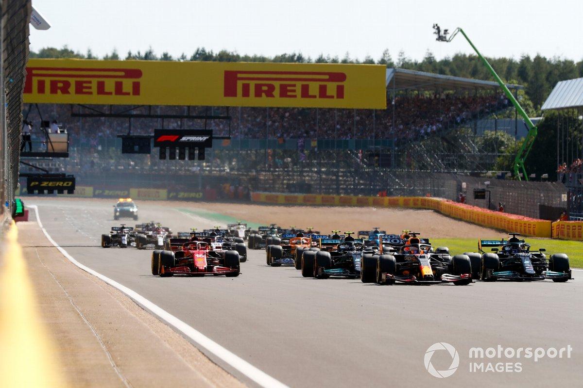 Inicio de la carrera Sprint Max Verstappen, Red Bull Racing RB16B, Lewis Hamilton, Mercedes W12, Valtteri Bottas, Mercedes W12, Charles Leclerc, Ferrari SF21