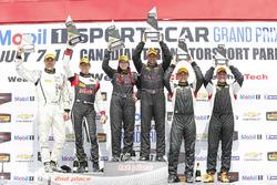 ST Podio: ganadores #44 CRG-I Do Borrow Honda Civic Si: Sarah Cattaneo, Owen Trinkler, segundo lugar