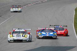 #911 Porsche Team North America Porsche 911 RSR: Nick Tandy, Patrick Pilet, #67 Chip Ganassi Racing