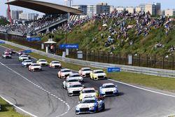 Start van de Audi Sport TT Cup-race op Circuit Park Zandvoort