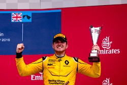 Podium : le troisième Oliver Rowland, MP Motorsport