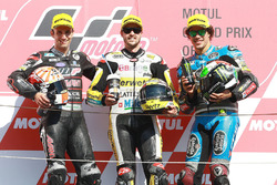 Podium: Le vainqueur Thomas Lüthi, Interwetten, deuxième place Johann Zarco, Ajo Motorsport, troisième place Franco Morbidelli, Marc VDS