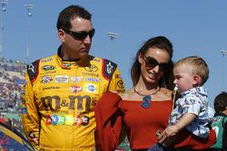 Kyle Busch, Joe Gibbs Racing Toyota with wife Samantha and son Brexton