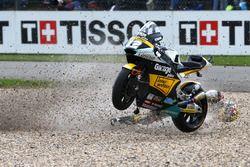 Thomas Lüthi, Interwetten choca detrás Sam Lowes, Federal Oil Gresini Moto2