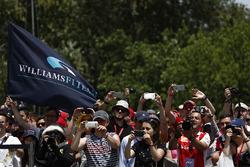 Фанаты и флаг команды Williams F1
