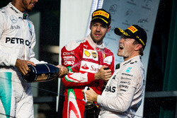 Podium : le vainqueur Nico Rosberg, Mercedes AMG F1 Team, le deuxième, Lewis Hamilton, Mercedes AMG F1 Team, le troisième, Sebastian Vettel, Ferrari