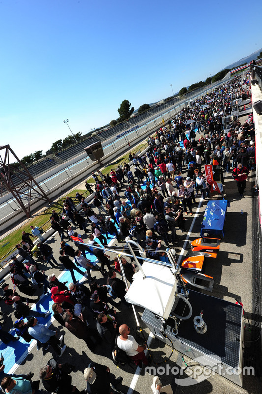 L'ambiance dans la voie des stands