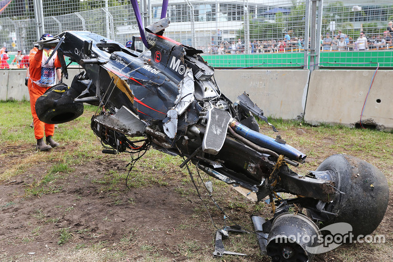 El McLaren MP4-31 de Fernando Alonso, después del accidente