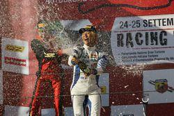 Le vainqueur, Marino Sato, Vincenzo Sospiri Racing fête sa victoire sur le podium